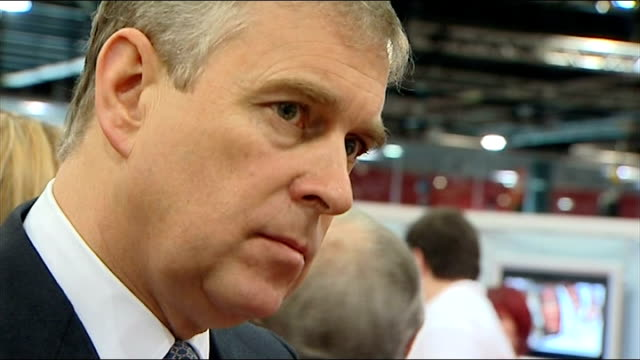 pressure on prince andrew grows over friendship with convicted sex offender; england: london: int prince andrew chatting with students on visit to... - 大使点の映像素材/bロール