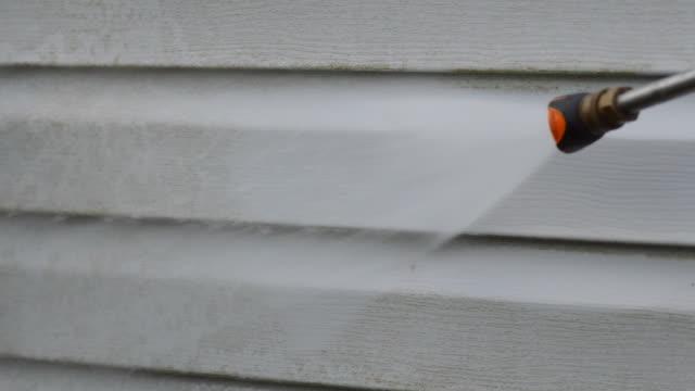 trycktvätt sidospår på house - fasad bildbanksvideor och videomaterial från bakom kulisserna