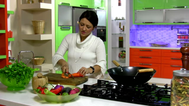 pretty girl in her kitchen cutting vegetable - chopped lettuce stock videos & royalty-free footage