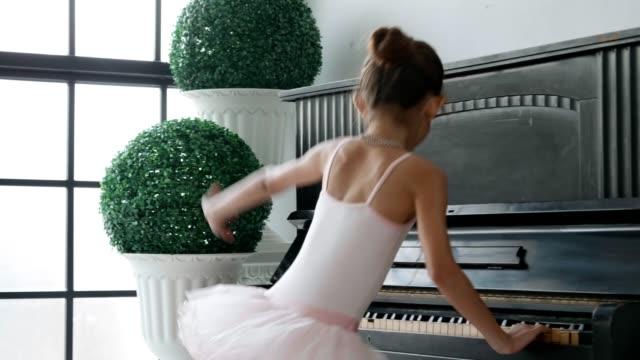 pretty girl is wearing bodysuit and dancing - body abbigliamento sportivo video stock e b–roll