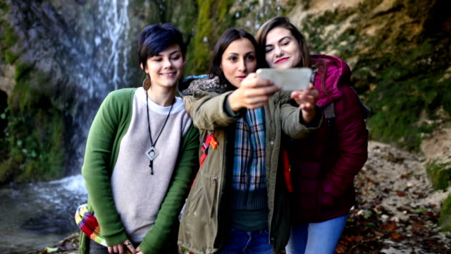 Pretty Girls Making Pretty Selfies