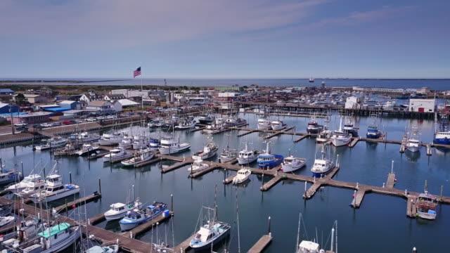 vídeos y material grabado en eventos de stock de pretty marina and waterfront of westport, washington - puerto deportivo puerto