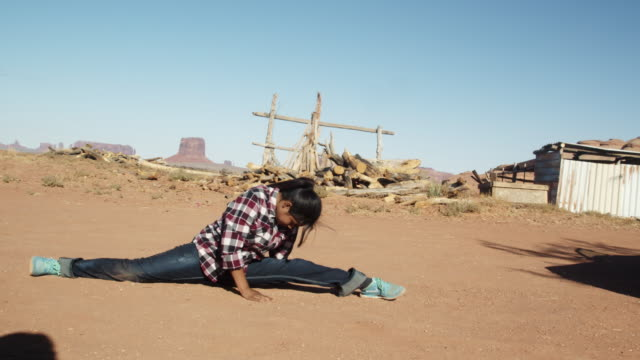 pretty twelve year old native american navajo showing off doing the splits in the monument valley tribal park - doing the splits stock videos & royalty-free footage