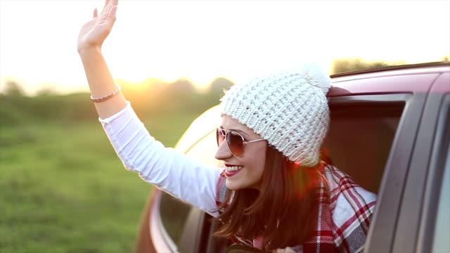 vídeos y material grabado en eventos de stock de hermosa mujer en el coche - accesorio de cabeza