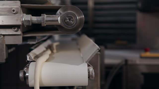 Pretzel dough machine