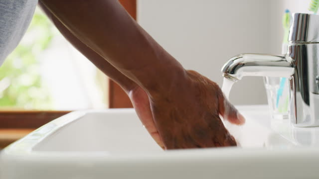prevent germs by washing your hands - prendersi cura del corpo video stock e b–roll
