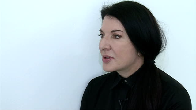 preview of '512 hours' by marina abramovic at the serpentine gallery england london serpentine gallery int empty gallery room tilt marina abramovic... - マリーナ アブラモヴィッチ点の映像素材/bロール