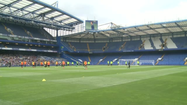 preview of new premier league season 1082016 london stamford bridge ext wide shot of chelsea training session chelsea players training - スタンフォードブリッジ点の映像素材/bロール