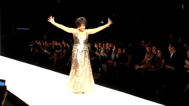 vídeos y material grabado en eventos de stock de preview of oscar award ceremony 2013 lib london int dame shirley bassey along catwalk at fashion for relief event - shirley bassey