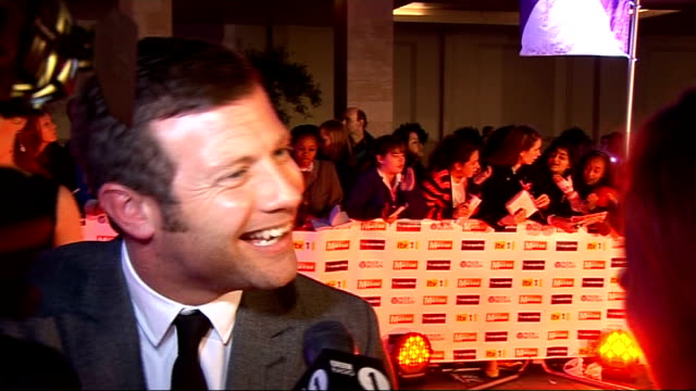 arrivals and backstage interviews ray winstone photocall on red carpet and signing autographs/ dermot o'leary speaking to press on red carpet sot/... - ray winstone stock videos & royalty-free footage