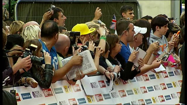 london ext crowd of autograph hunters awaiting red carpet arrivals for the 'pride of britain awards 2011' paul o'grady and sue johnson chatting on... - paul o'grady stock videos & royalty-free footage