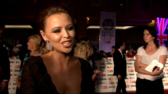 red carpet arrivals and interviews kimberley walsh interview sot on her outfit / rehearsing for shrek the musical / catching up with cheryl cole /... - reality fernsehen stock-videos und b-roll-filmmaterial