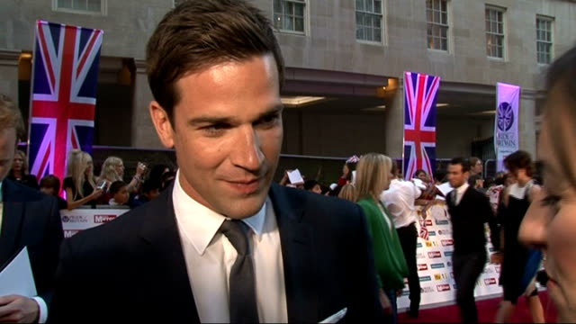 stockvideo's en b-roll-footage met pride of britain awards 2011: red carpet arrivals and interviews; gethin jones interview sot - on the event / on his show 'holding out for a hero' /... - spelkandidaat