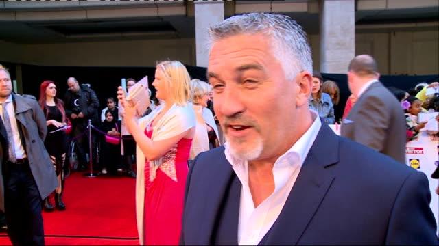 vídeos y material grabado en eventos de stock de pride of britain awards 2014: arrivals; england: london: ext **beware flash photography throughout** paul hollywood speaking to press and interview... - autografiar