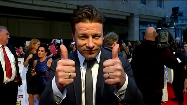 pride of britain awards 2014: stephen sutton wins posthumous award; england: london: ext olly murs giving thumbs up signs on red carpet jamie oliver... - フィリップ スコフィールド点の映像素材/bロール