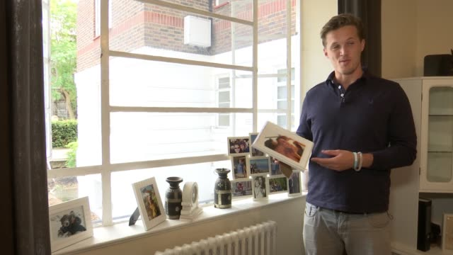 vídeos de stock, filmes e b-roll de finalist jake coates england london int jake coates showing itn reporter photographs of his wife emmy coates sot framed photo of jake and emmy coates... - finalist
