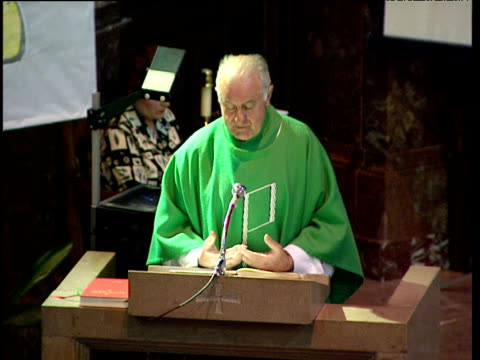 vidéos et rushes de priest speaks at lectern in catholic church basque country spain - prêtre