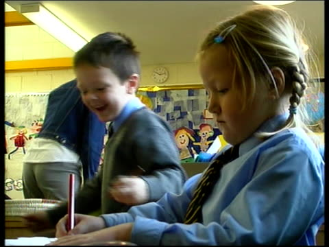 stockvideo's en b-roll-footage met primary class sizes lib trinity st mary school tgv teacher sitting on floor with primary school age children pan to children working at table la cms... - girls videos