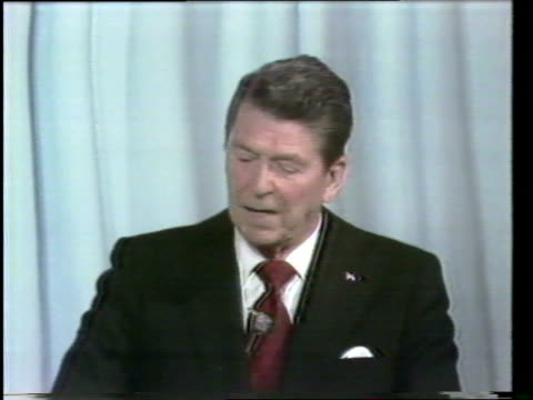 primary debate sponsored by the league of woman voters between ronald reagan and george w h bush moderated by howard k smith / reagan and bush debate... - vorwahl stock-videos und b-roll-filmmaterial