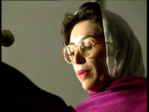 prime minister benazir bhutto gives speech in urdu pakistan 1993 - leadership stock videos & royalty-free footage