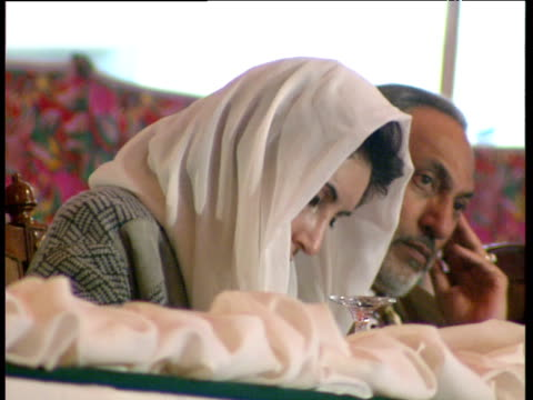 prime minister benazir bhutto sits waiting at desk before giving speech risalpur pakistan; 1993 - prime minister bildbanksvideor och videomaterial från bakom kulisserna