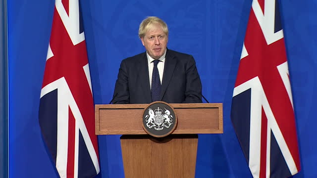"""prime minister boris johnson saying """"it's not sensible to completely rule out"""" the use of coronavirus vaccine passports - politics and government stock videos & royalty-free footage"""