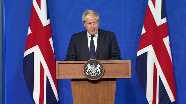 """prime minister boris johnson saying """"we are going to keep going with our strategy"""" and keep britain open during the covid pandemic - politics and government stock videos & royalty-free footage"""