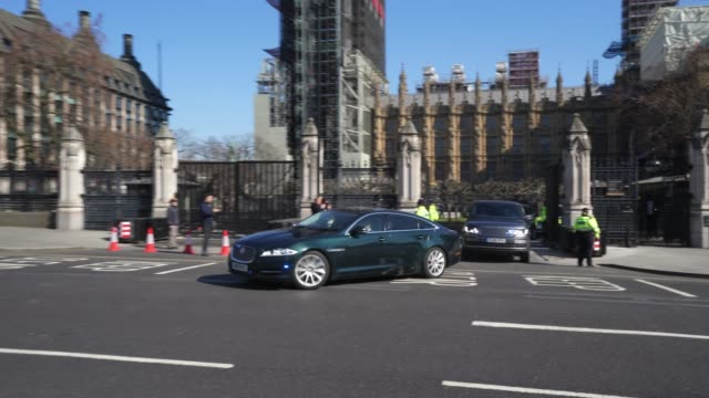 prime minister boris johnston leaves parliament as he attends the final pmqs before parliament suspended due to coronavirus on march 25, 2020 in... - domande al primo ministro video stock e b–roll