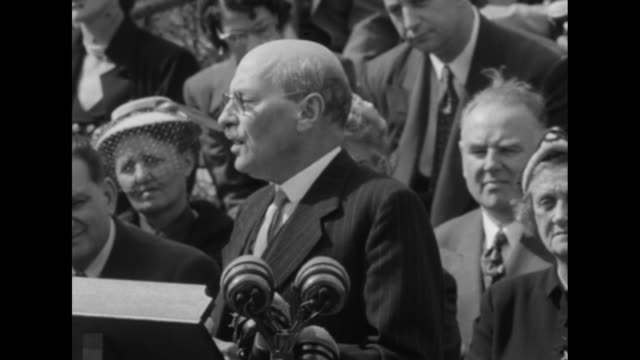 sot prime minister clement attlee speaking about interrupted oil supplies from abadan in iran and tells of capacity of refinery through 1951 - 1951 bildbanksvideor och videomaterial från bakom kulisserna