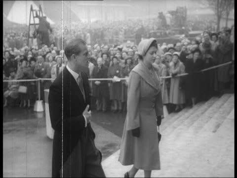 vídeos y material grabado en eventos de stock de prime minister clement attlee winston churchill king geroge vi and other members of royal family visit festival of britain; 1951 - 1951