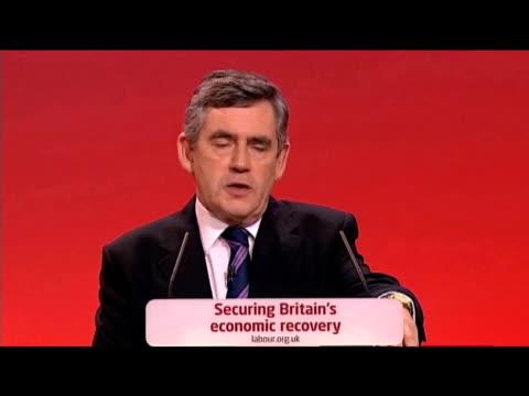 vídeos de stock e filmes b-roll de prime minister gordon brown comments on recent expenses scandal at labour party annual conference 27 september 2009 - conferência partidária