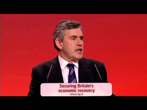 vídeos de stock e filmes b-roll de prime minister gordon brown puts forward new measures to tackle reckless ministers at labour party annual conference 27 september 2009 - conferência partidária