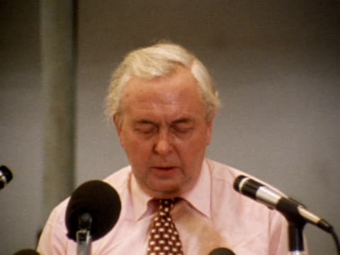 prime minister harold wilson speaks about the eec referendum result in which the uk voted to remain within the european economic community - referendum stock-videos und b-roll-filmmaterial