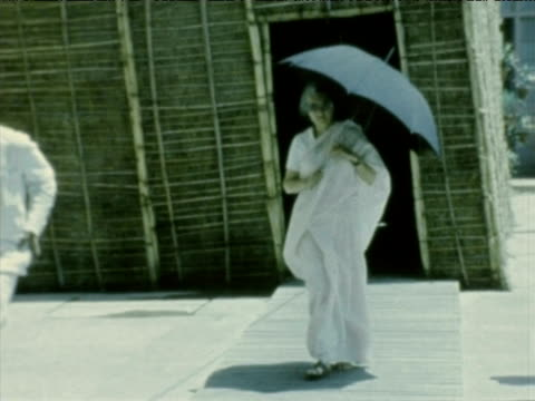 prime minister indira gandhi leaves home under shade of umbrella india jun 75 - indira gandhi stock videos & royalty-free footage