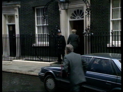 prime minister major's first cabinet meeting pmq's ***incorrect england london downing st car pulls up as home sec kenneth baker out michael... - landwirtschaftsminister stock-videos und b-roll-filmmaterial