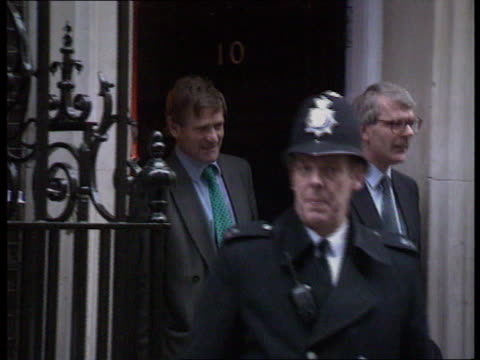 prime minister major's first cabinet meeting pmq's nat london downing st pm john major leaving no10 into car - ジョン メイジャー点の映像素材/bロール