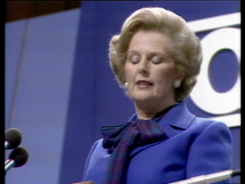 vidéos et rushes de prime minister margaret thatcher makes pun during conference speech - 1979