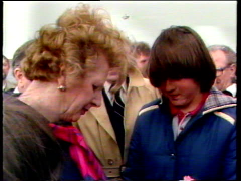 stockvideo's en b-roll-footage met prime minister margaret thatcher signs autograph for girl and gets three cheers from gathered falkland islanders and troops port stanley 08 jan 83 - atlantische eilanden