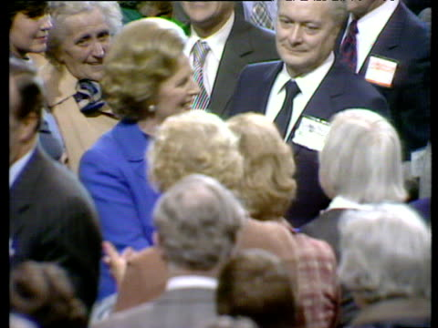 vídeos de stock e filmes b-roll de prime minister margaret thatcher walks though crowds at conservative party conference brighton 10 oct 80 - conferência partidária