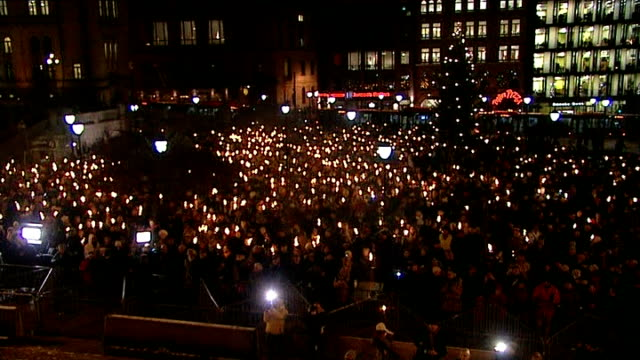 prime minister mario monti to resign norway oslo high angle gv large crowd gathered with torches held in honour of nobel peace prize winner - ノーベル平和賞点の映像素材/bロール