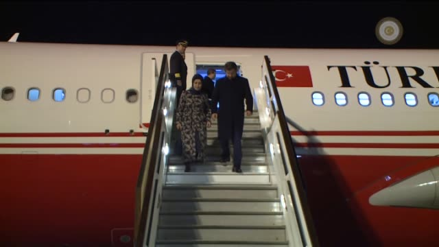 prime minister of turkey, ahmet davutoglu and his wife sare davutoglu is being welcomed as they arrive at stansted airport in london, england on... - primo ministro turco video stock e b–roll