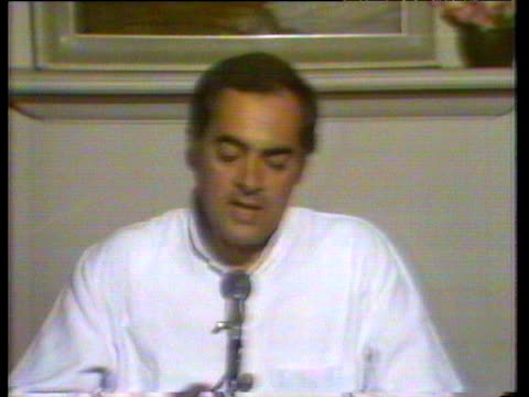prime minister rajiv gandhi calls for an end to violence between sikhs and hindus india; 2 nov 84 - prime minister点の映像素材/bロール