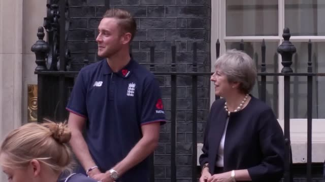 vidéos et rushes de prime minister theresa may watches stuart broad and heather knight take part in the first ever game of cricket to be played in downing street it was... - chance