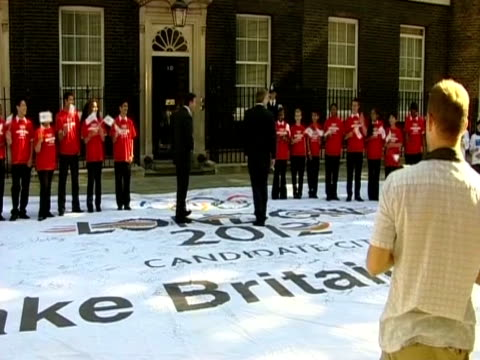 prime minister tony blair and lord sebastain coe sign the 2012 olympic flag outside number 10 downing street - bbc stock videos & royalty-free footage