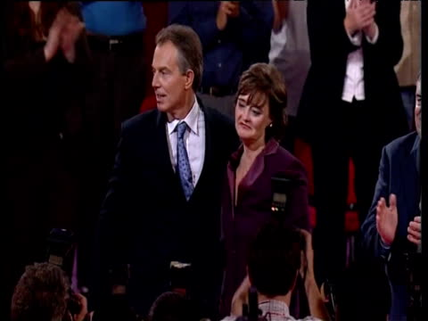 vídeos de stock, filmes e b-roll de prime minister tony blair and wife cherie embrace in front of press and delegates at labour party conference brighton 28 sep 04 - embrace