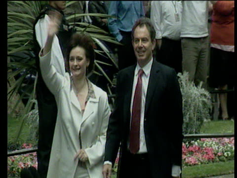 stockvideo's en b-roll-footage met prime minister tony blair and wife cherie wave to crowds on day of second election win downing street 08 jun 01 - labor partij