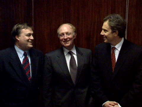 prime minister tony blair lines up with former labour party leaders at the unveiling of a plaque commemorating 100 years since the founding of the... - ジョン プレスコット点の映像素材/bロール