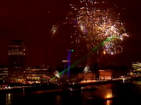 vídeos de stock e filmes b-roll de prime minister tony blair opens london eye as part of london millennium celebrations; 1999 - ano 2000