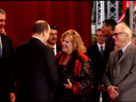 hsh prince albert ii of monaco barry levinson and brenda vaccaro at the 50th monte carlo tv festival opening ceremony arrivals at monaco - ブレンダ ヴァッカロ点の映像素材/bロール