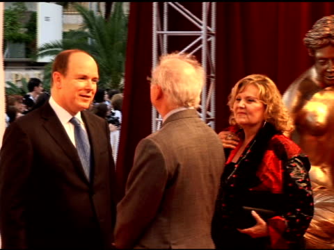 hsh prince albert ii of monaco brenda vaccaro and barry levinson at the 50th monte carlo tv festival opening ceremony arrivals at monaco - ブレンダ ヴァッカロ点の映像素材/bロール